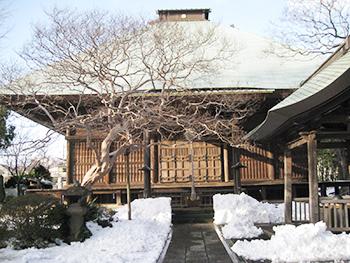 雪の日、薬師堂