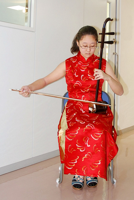 二胡奏者-畑澤 舞奈さん(14歳)(宮前区在住)